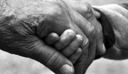 Śmierć babci lub dziadka – jak sobie z tym poradzić?