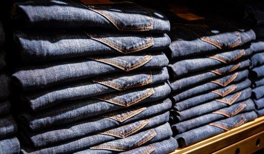 Mom jeans, czyli jeansy w letnim stylu