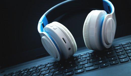 Słuchawki bluetooth – dlaczego warto na nie postawić?