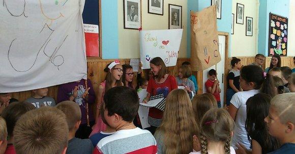 Kampania wyborcza Julki była wykątkowa. Rekwizyty, piosenki, odgłosy :*