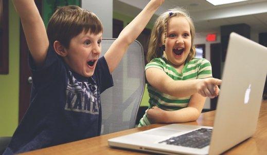 Brak dzieciństwa – tylko cyberprzestrzeń