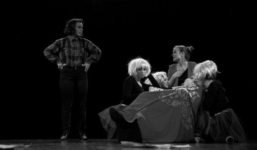Teatr Groteska przedstawia młodych artystów
