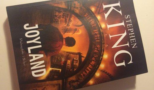 """Gdzie najgłośniej krzyczą duchy? – recenzja książki pt. """"Joyland"""""""