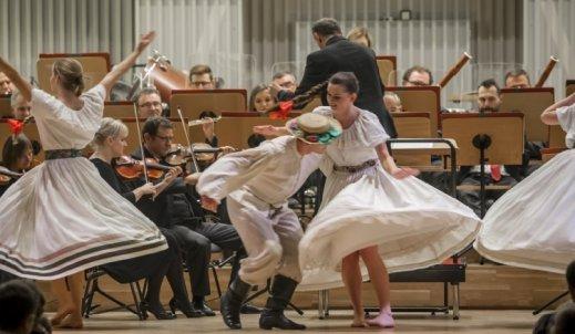Filharmonia, tańce i dyskoteka