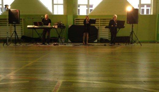 Muzyka a dopalacze, czyli koncert w naszej szkole