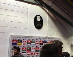 W tym miejscu reporterzy Sky Sports przeprowadzająwywiady z piłkarzam po zakończonym spotkaniu.