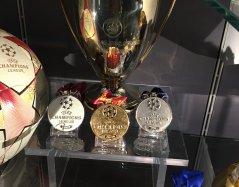 Najceniejsze Trofeum w gablocie Manchesteru United - Trofeum Ligi Mistrzów.
