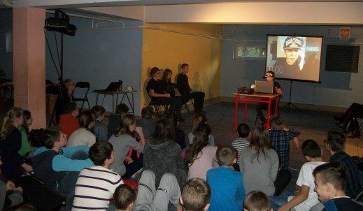 Warsztaty z aktorami ze Stowarzyszenia Praktyków Dramy STOP-KLATKA na temat cyberprzemocy