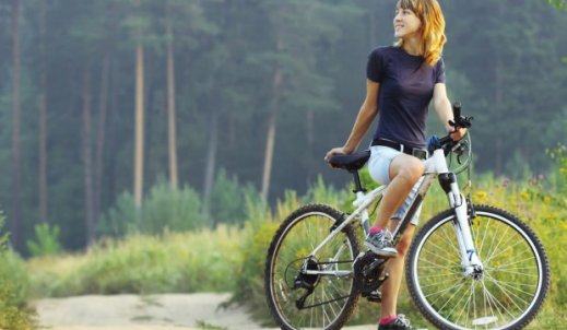 Z rowerami krok w krok.