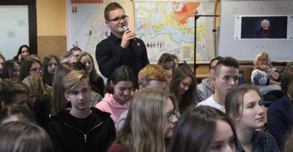 Uczniowie klas medialnych zadali masę pytań. Ojciec Leon, znany z dobrego kontaktu z młodzieżą, chętnie odpowiedział na wszystkie.