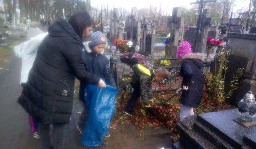 Pamiętamy! Sprzątanie opuszczonych grobów!
