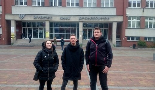 Kamila, Patryk i Piotrek na wojewódzkim etapie Olimpiady Wiedzy o Mediach