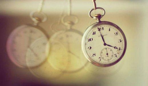 Dlaczego człowiek patrząc na zegar- denerwuje  się?