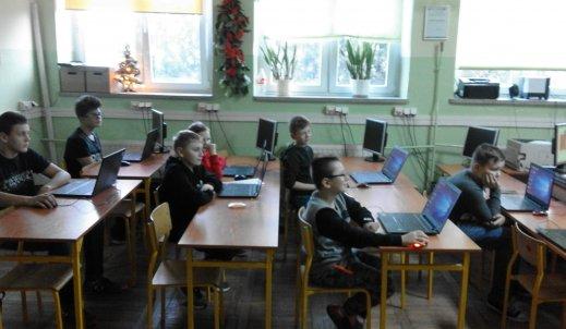 Młodzież uczy dzieci programować w Minecraft