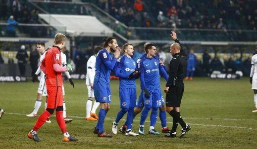 Ręka Wołodymira Kostevycha czy złośliwość sędziego? Kontrowersje w meczu Lech Poznań vs. Legia Warszawa