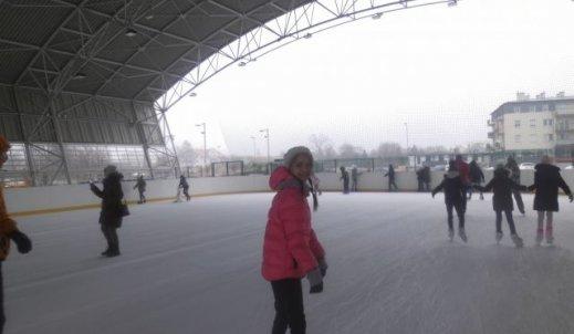 Wycieczka na lodowisko – świetna zabawa a może pożegnanie zimy.