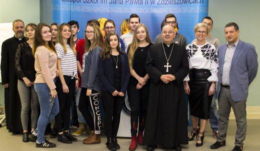 Wizyta ks. bp Rudolfa Pierskały w Zespole Szkół