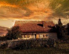 oldhouse2730304_640.jpg
