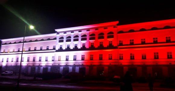 Tam na biało-czerwono zaświecił się budynek Ministerstwa Spraw Zagranicznych w Helsinkach.