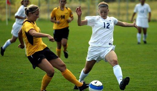 Dziewczyny też mogą grać w piłkę nożną!