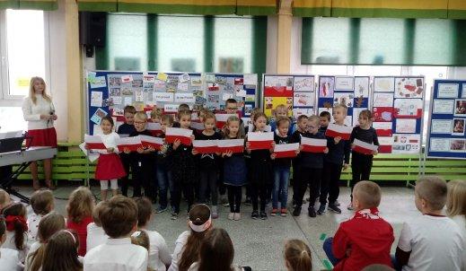Fotorelacja z koncertu piosenek patriotycznych i prezentacji wierszy o Polsce