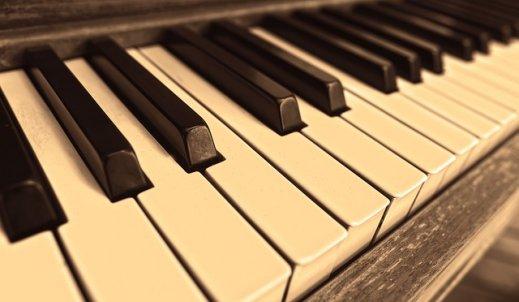 Melodia zagrana na fortepianie…