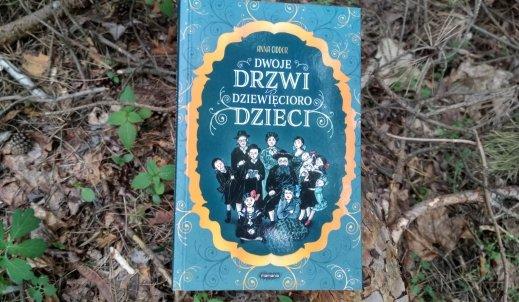 """Recenzja książki pt. """"Dwoje drzwi i dziewięcioro dzieci"""""""