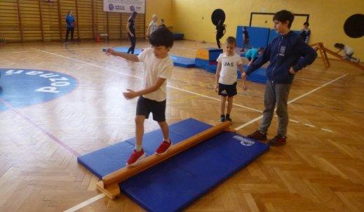 Świąteczne zabawy sportowe dla klas I